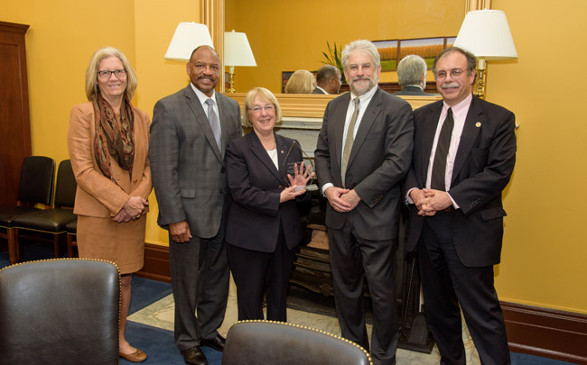 Four Washington state housing authorities honor Sen. Patty Murray with special award